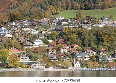Lake Thun is surrounded by a fabulous mountain scenery, a myriad of cozy villages, and the charming cities of Thun.