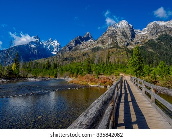 Lake trees and mountains in the Grand Teton