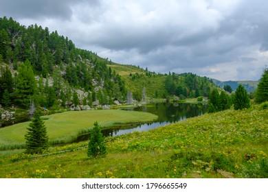 lake windebensee at the austrian mountain road nockalmstrasse