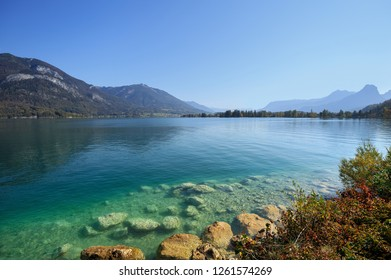 Lake Wolfgangsee in the fall as viewed from village Gschwand. State of Salzburg in the Salzkammergut resort region, Austria, Europe.