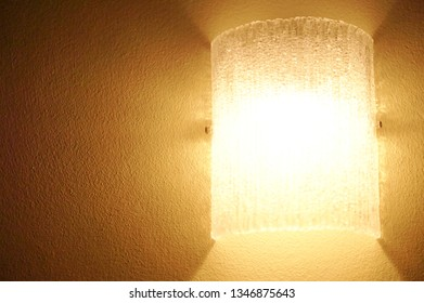 The lamp decorate on brown wall