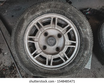 Lampang, Thailand, sold on November 3, 2019. Old car is broken and wheels, tires, tires have been removed for a long time.