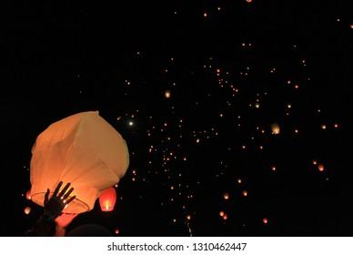 Lampion : lantern party at night