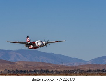 Lancaster, California, USA.  December 7th ,2017.  Cal Fire S2 departing William J fox field In support of the Thomas fire