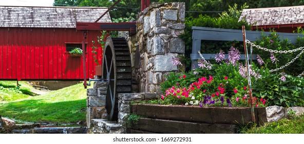 LANCASTER, PENNSYLVANIA, USA  June 15, 2015: Water wheel at the Amish village in Lancaster, Pennsylvania