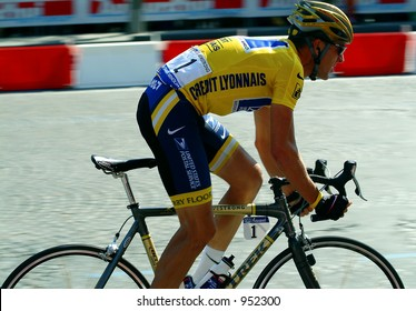 Lance Armstrong 5 minutes from winning record 6th Tour de France - 2004