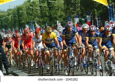 Lance Armstrong and his US Postal Team - Paris - 2004 Tour de France