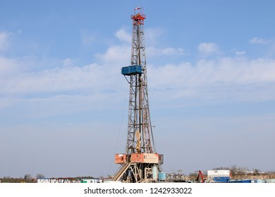 Land oil drilling rig gas extraction mining industry