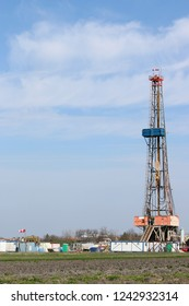Land oil drilling rig worksite