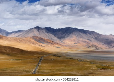 Landscape around Muztagh Ata and Karakuli Lake, Pamir Mountains, Kasgar, Xinjiang, China