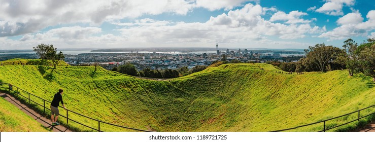 Landscape of Auckland city from the summit of Mount Eden. (North Island, New Zealand)