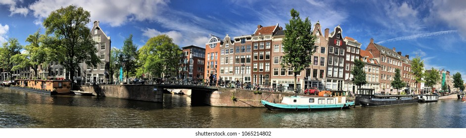 A landscape of a canal in Amsterdam near Anne frank's house