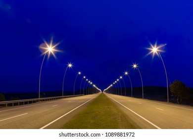 Landscape in the country, it is expensive with lamps going to infinity, the night picture on long endurance