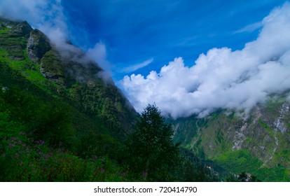 landscape in hemkund trek