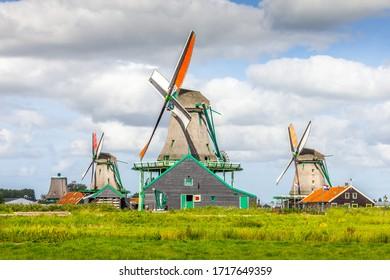 Paysage aux Pays-Bas avec moulins à vent