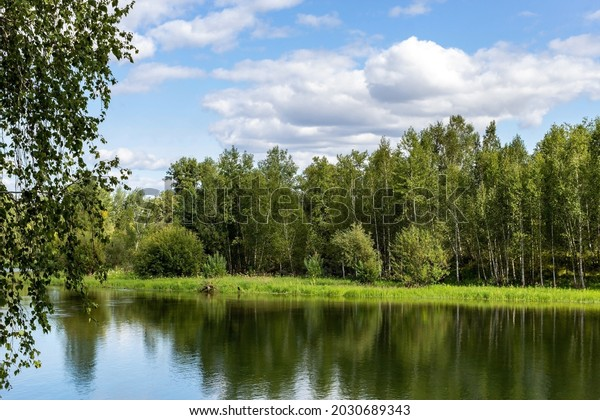 landscape-over-water-surface-green-600w-