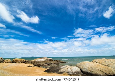 Landscape photos. Pattaya beach overlooking the rocks. And the blue sky.