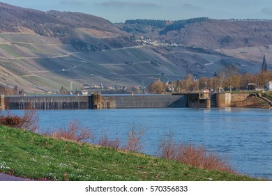 Landscape with river and sluice on the Mosel in Germany