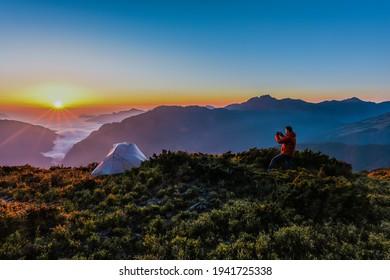 Landscape View Of Qilai Mountains With Sea Of Clouds From Hehuanshan North Peak Trail At Sunrise, Taroko National Park, Nantou,Taiwan
