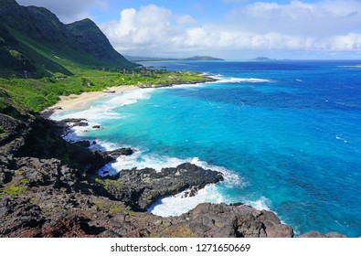 Landscape view of the shoreline and Pacific Ocean at Makapuʻu Point on the Eastern coast of Oʻahu, Hawaii