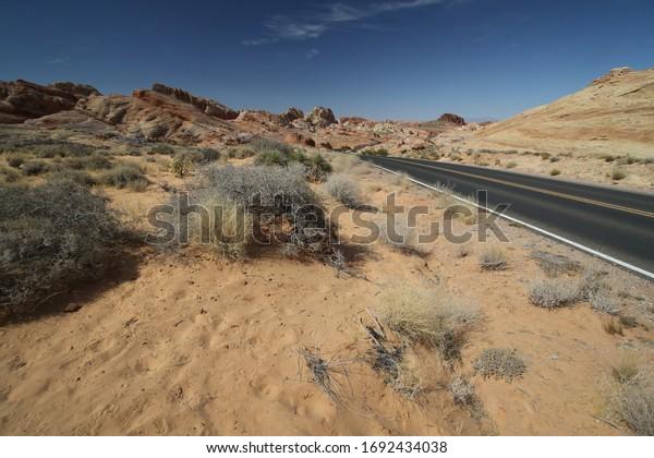 Landschaft während der Fahrt durch das Tal des Feuers, Nevada
