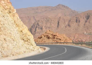 Landscapes, people and places during the trip to meet the Sahara desert .