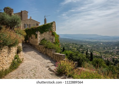 Laneway in the medieval hilltop town of Gordes in Provence. France
