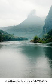 Lanscape of Li River and limestone formations, Yangshuo, Guangxi, China