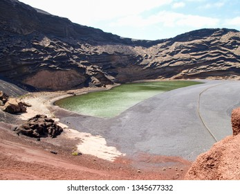 Lanzarote, Spain: El Golfo beach and green lake