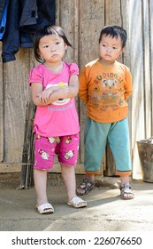 LAO CHAI VILLAGE, VIETNAM - SEP 22, 2014: Unidentified Hmong little boy and girl play together on a break in a local primary school. Hmong is on of the minority eethnic group in Vietnam