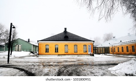 """Lappeenranta, Finland - jan 27, 2018: Lappeenranta Art Museum and Green storehouse """"Vihrea makasiini"""", exhibitions in the fog on the territory of the fortress."""