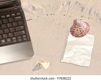 laptop with note on beach working