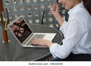 laptop on the lunch mat