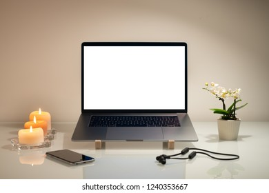 Laptop a rectangular screen for inserting images.
