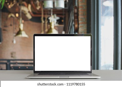 laptop show white screen in coffee shop