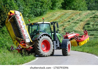 LARGE AGRICULTURAL TRACTOR SUMMER PERIOD