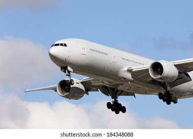 Large airliner on approach to land