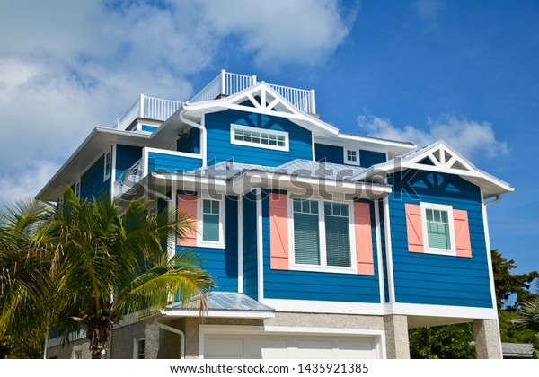 large-beach-house-painted-dark-600w-1435