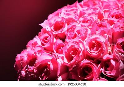 ピンクのバラの大きなブーケ