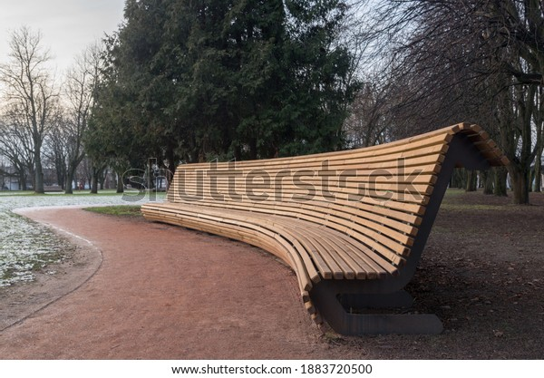 large-extended-semicircular-bench-metal-