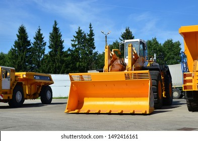 Large front-end loader or all-wheel bulldozer manufacture by the heavy vehicle plant. New heavy quarry equipment with bucket for sales. Coal mining, granite, gravel, sand.
