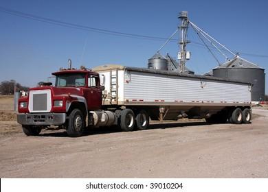 Large grain truck (no markings)