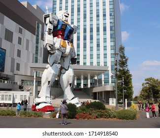 Large gundam robot outside a shopping center in Odaiba. Tokyo, Japan - 9th April 2015