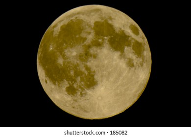Large image of the full moon over the sky in Cumberland, Maine.