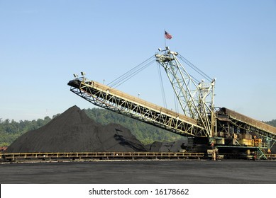 Large Industrial Machine used to Load Coal into Trains, Barges and Trucks