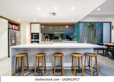Magnificent Fotos Imagenes Y Otros Productos Fotograficos De Stock Machost Co Dining Chair Design Ideas Machostcouk