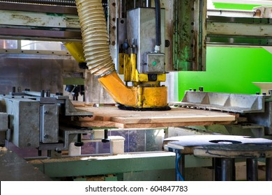 Large machines for cutting and drilling in wood