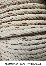 A large manila rope that is tightly woven into a twine. Or polypropylene rope wrapped with a red circle inside Combined for convenient and neat use. Often used to swing boats or lift heavy objects.