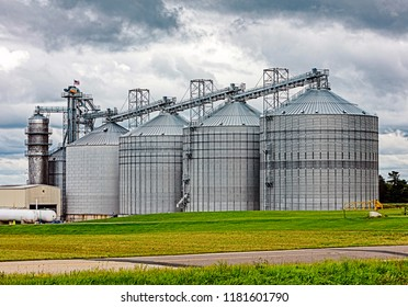 Large midwest American agricultural silo storage