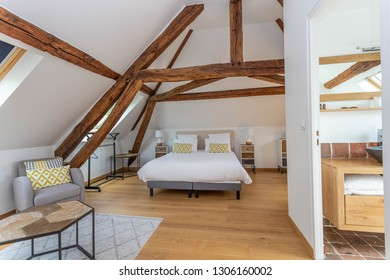 Large modern Beddroom suite and breakfast guest under-roof